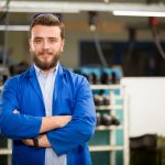 Frisk dit arbejdstøj op med en farverig garderobe
